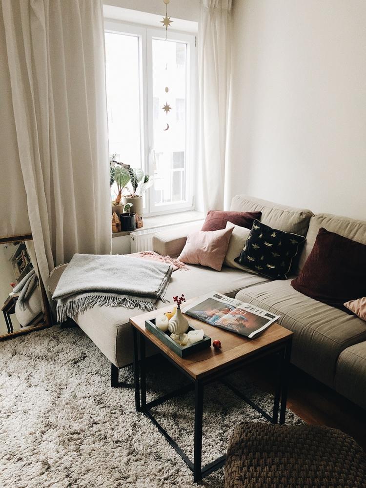 Wohnzimmer mit Zeitung die Zeit